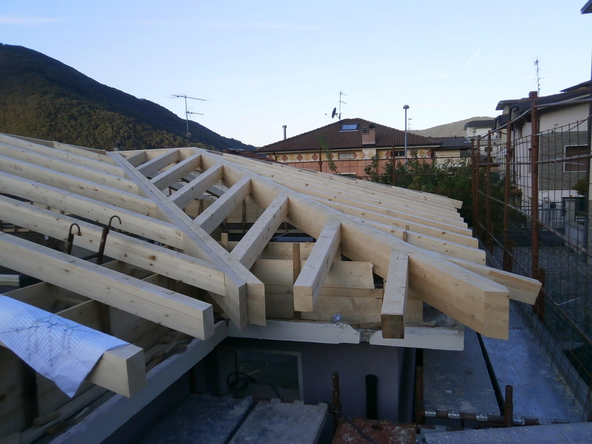Errepi tetto gli specialisti del tetto for Tetti in legno lamellare prezzi al mq